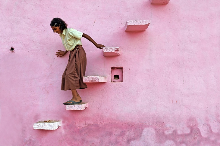 pink-stairs-abhaneri-rajasthan-india-canon-eos-5d-mark-ii-ef50mm-usm-philippe-cap
