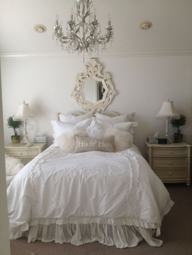 Elegant-bedroom-with-beautiful-classic-crystal-chandelier